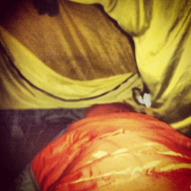 November 02, 2012 at 12:21AM @Skautvg Efter att ha sovit i fast vindskydd och vedskjul typ två månader känns det lite instängt i ett 3 mans #hilleberg.. #alskarattsovaute by skogsmullen