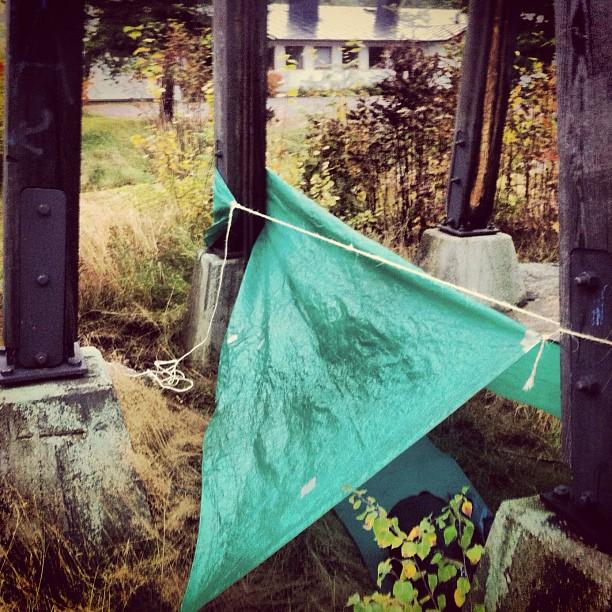 October 04, 2012 at 10:35AM ..utanför en kyrka.. #alskarattsovaute by skogsmullen