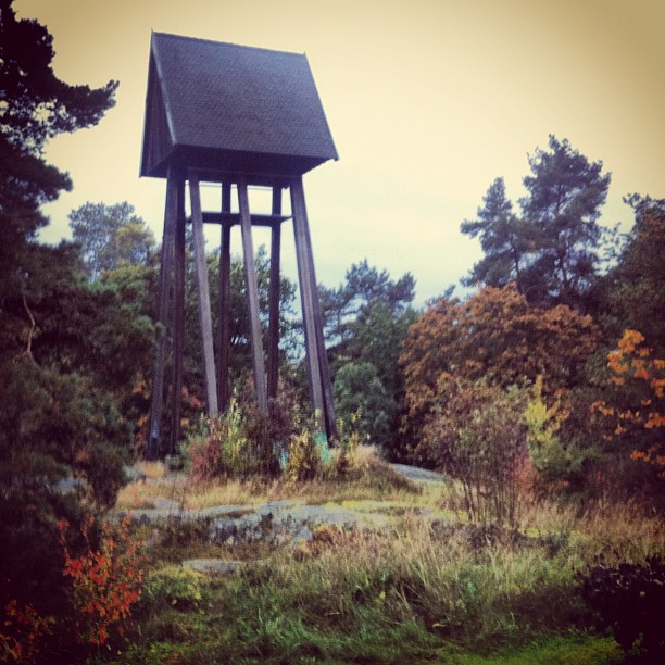 October 04, 2012 at 10:35AM Utanför Abrahamsbergskyrkan #alskarattsovaute by skogsmullen